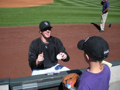 Reynolds signing for Hunter 9-7-08.JPG