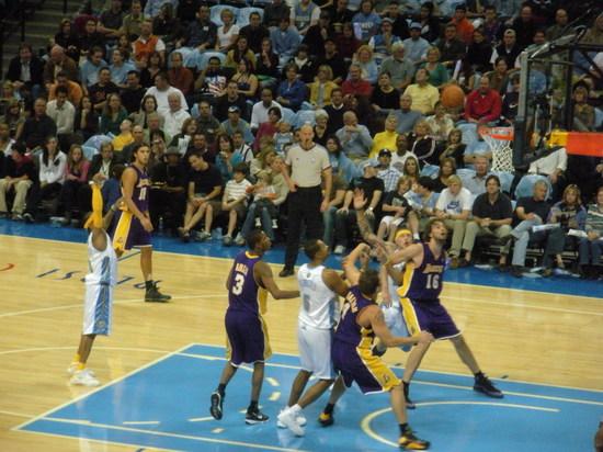AI shootin foul 11-1-08.JPG