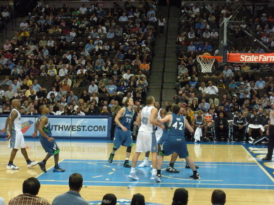 Chauncey nailing a free throw 11-16-08.JPG