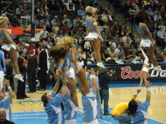 Cheerleaders 1 11-16-08.JPG