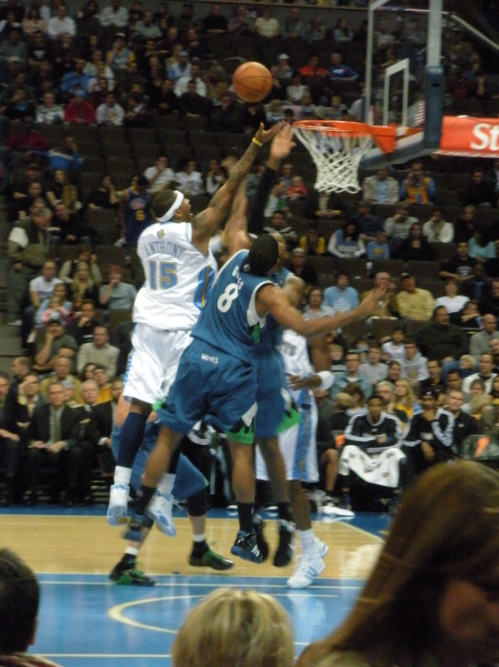 Melo shooting 11-16-08.JPG