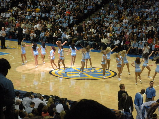 Nuggets Cheerleaders 11-1-08.JPG