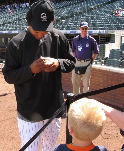 Manny signing 4-26-09.jpg