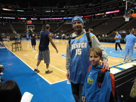 Me n Hunter courtside 4-8-09.JPG