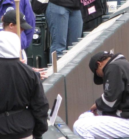 Manny signing Hunters baseball 5-10-09.jpg