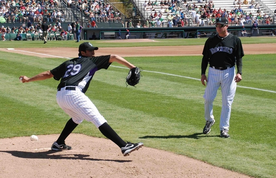 de la rosa warms up before the game.jpg