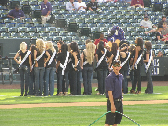 Hoser and the Miss Colorado Contestants 6-9-10.jpg