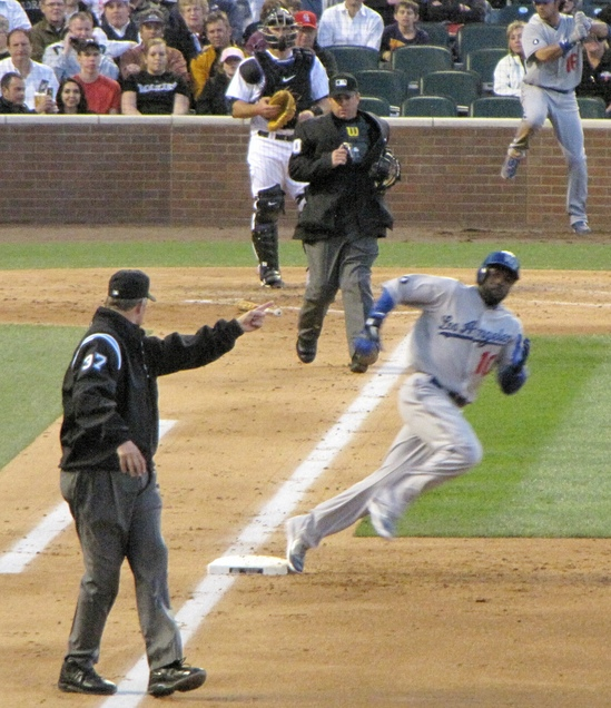Dodger rounds first 4-5-11.jpg