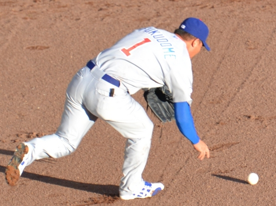 Fukudome drop the ball 4-16-11.jpg