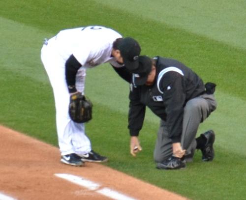 Umpire hurt 4-15-11.jpg