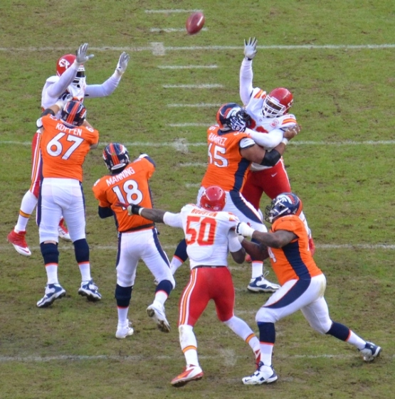 24 Manning throw 12-30-12